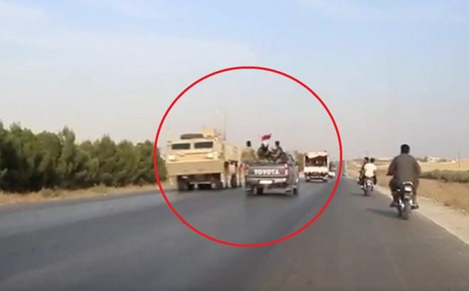 Khoảnh khắc đắt giá khi lính Mỹ đụng mặt quân đội Syria trên đường rút lui