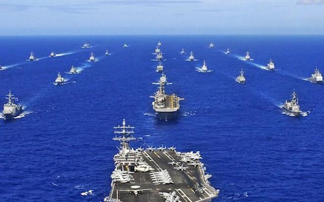 Đối phó với Trung Quốc, Mỹ chọn 2.000 tên lửa hay phát triển tàu sân bay mới?