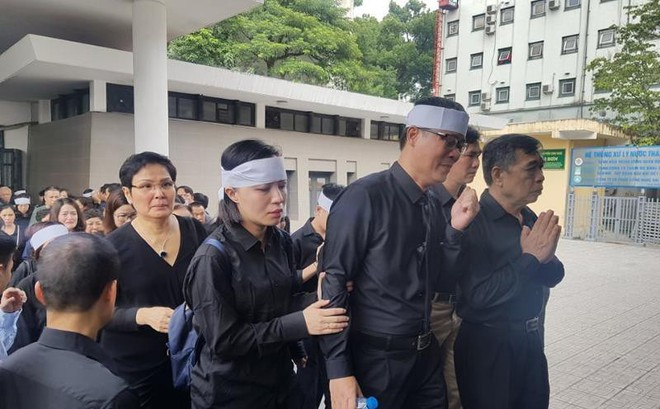 Dòng người nghẹn ngào tiễn biệt Thứ trưởng Lê Hải An