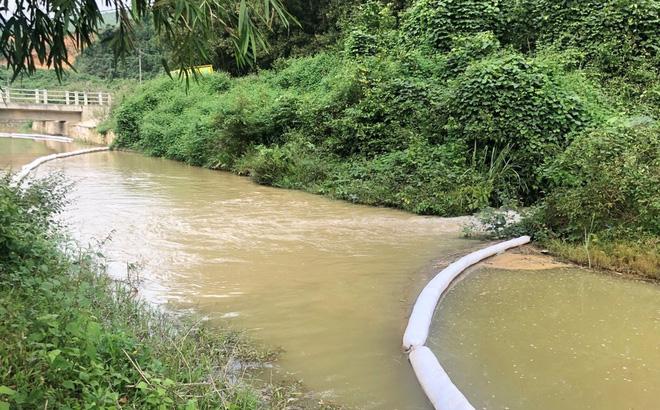 Vụ đổ dầu thải vào nguồn nước sông Ðà: Tỉnh Hòa Bình 'đòi' hồ Ðầm Bài, yêu cầu làm kênh kín