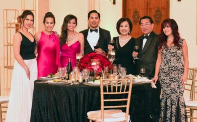 Gia tộc siêu giàu người Mỹ gốc Việt lần đầu tiên xuất hiện trong chương trình 'Dòng Họ Hồ' của HBO