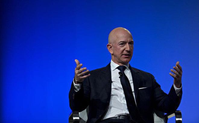 Sau 1 đêm, Jeff Bezos không còn là người giàu nhất hành tinh