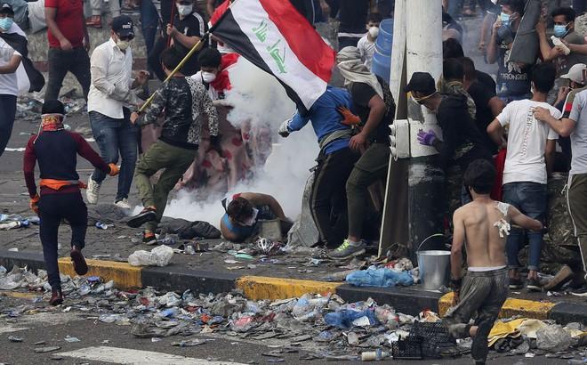 An ninh Iraq nổ súng vào người biểu tình, gần 900 người thương vong