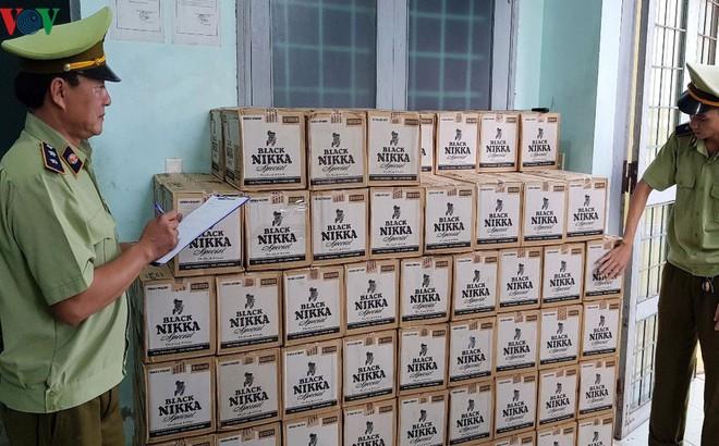 Bắt giữ vụ vận chuyển hơn 3.000 chai rượu lậu trị giá gần 1,5 tỷ đồng