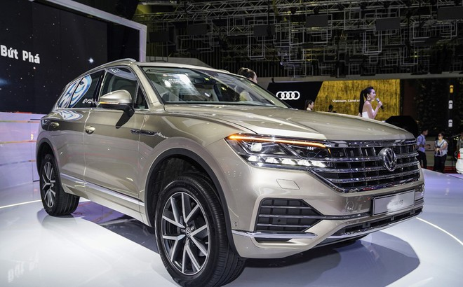 Tịch thu xe Volkswagen dính 'đường lưỡi bò', phạt hơn 100 triệu đồng