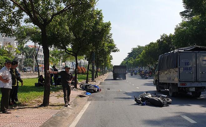 Xe máy trượt 20 m ở Bình Tân, ba người nhập viện