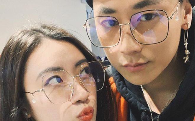 """Bạn gái xinh đẹp lần đầu trả lời lý do yêu """"boy thị phi"""" Rocker Nguyễn, lại còn là tình đầu nữa chứ!"""