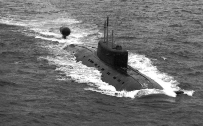 """Tàu ngầm tối tân của Nga """"đấu tay đôi"""" dưới nước"""