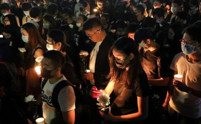 Người Hong Kong tưởng niệm sinh viên chết trong biểu tình