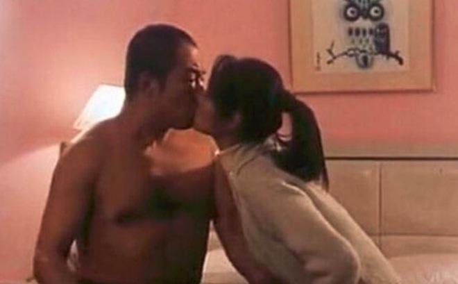 """Lâm Tâm Như xấu hổ khi phải quay cảnh hôn môi, dụ dỗ lên giường với """"Hoàng A Mã"""" Trương Thiết Lâm"""