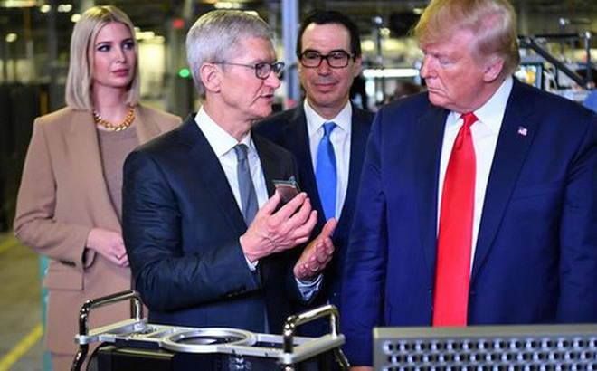 Ông Trump muốn giúp Apple cạnh tranh tốt hơn với Samsung