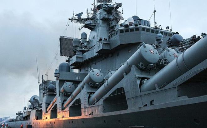 """Dàn chiến hạm Nga – Trung """"đổ bộ"""" tới Nam Phi làm gì?"""
