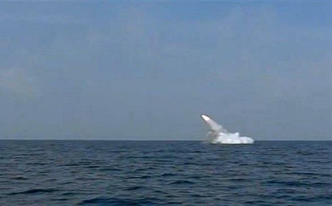 """Iran tuyên bố sản xuất hàng loạt tên lửa gây """"bất ngờ nghiêm trọng"""" cho kẻ thù"""