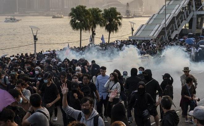 Cảnh sát và người biểu tình Hồng Kông lại đối đầu bạo lực