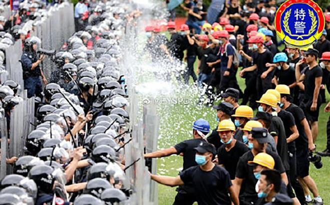 Trung Quốc diễn tập chống khủng bố quy mô lớn gần Hồng Kông, Macau