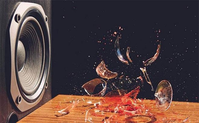 1001 thắc mắc: Vì sao âm thanh lại phá nát được cốc thuỷ tinh?