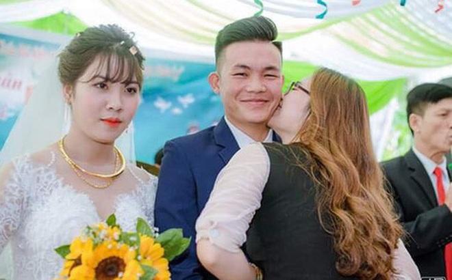 Sự thật phía sau bức ảnh cô gái vô tư hôn chú rể trong ngày cưới, cô dâu mặt lạnh tanh đứng kế bên