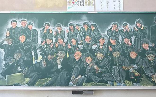 Thầy giáo gây sốt khi thức 8 tiếng vẽ tỷ mẫn chân dung từng học trò lên bảng, kèm lời nhắn: 'Hãy sống cuộc đời mà em mong muốn'