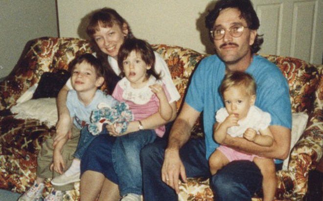 Bức ảnh chụp gia đình hạnh phúc bắt đầu từ mối tình đẹp thời đại học chớp mắt đã thành bi kịch vì có đến 2 sát nhân trong đó