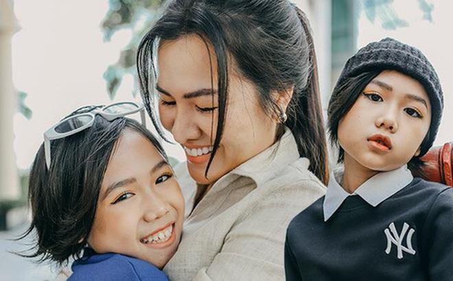 """Khánh An - mẫu nhí 8 tuổi với màn catwalk thần sầu gây bão MXH và nỗi lo của người mẹ có con gái """"vào nghề"""" showbiz từ quá sớm"""