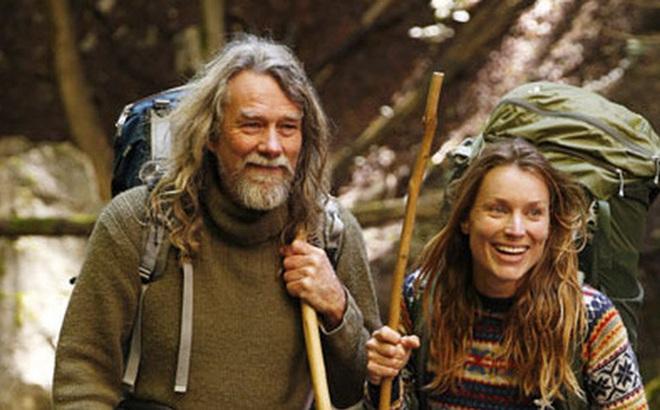 """Chán phố thị, cặp đôi bỏ lên núi sống như """"người rừng"""" và những trải nghiệm hoang dã khiến dân văn phòng chỉ biết ngồi mơ"""