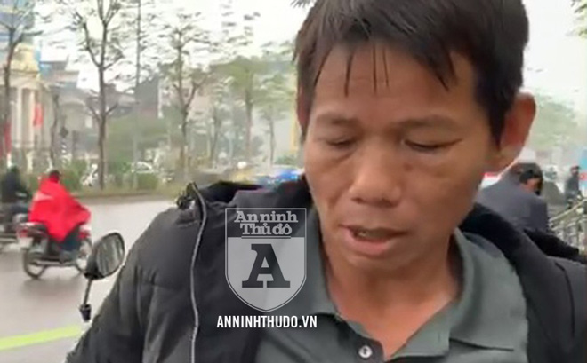 [CLIP] Người đàn ông đi xe máy SH quanh co tại chốt 141, lộ ma túy