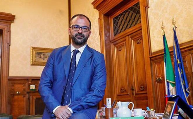 """Không """"hồi sinh"""" được các trường học như đã hứa, Bộ trưởng Giáo dục Italia từ chức sau 3 tháng tại vị"""