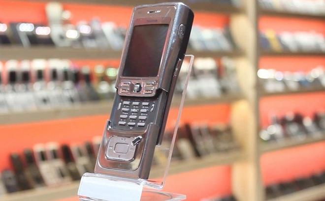 """Nhìn lại Nokia N91: """"Điện thoại dân chơi"""" lừng lẫy một thời"""