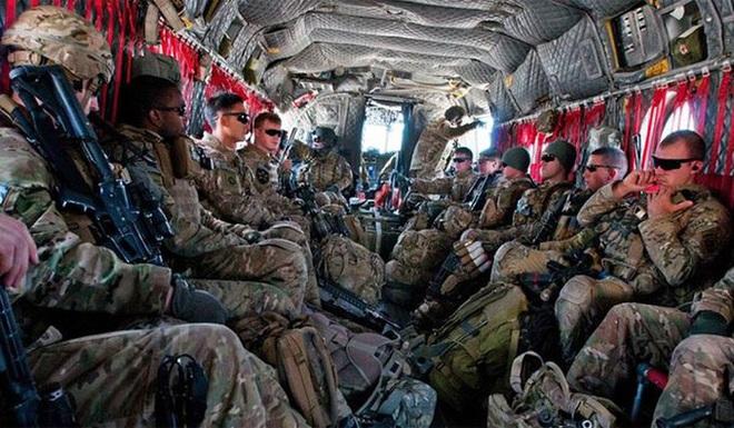 CẬP NHẬT: 750 lính dù Mỹ được không vận tới Trung Đông, Thổ quyết chiến ở Idlib, trực thăng Apache quần đảo ở Iraq - Ảnh 14.