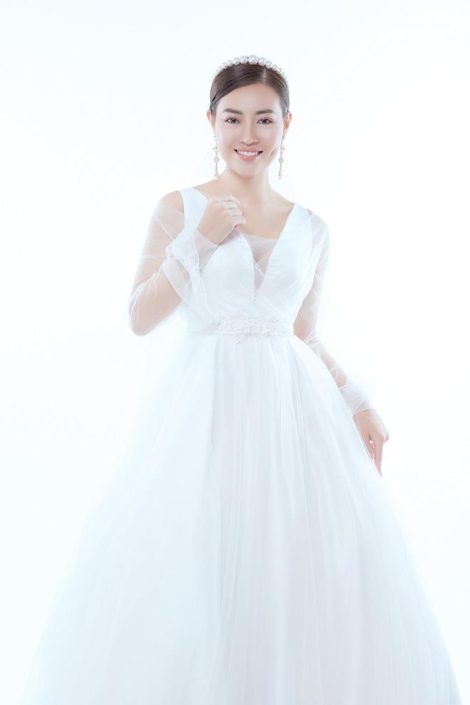 Diễn viên Thanh Hương xinh đẹp lộng lẫy trong lần thứ 2 mặc váy cưới - Ảnh 9.
