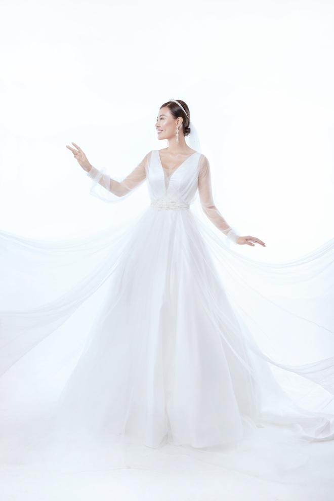 Diễn viên Thanh Hương xinh đẹp lộng lẫy trong lần thứ 2 mặc váy cưới - Ảnh 3.
