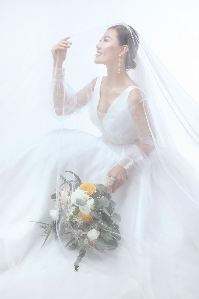 Diễn viên Thanh Hương xinh đẹp lộng lẫy trong lần thứ 2 mặc váy cưới - Ảnh 6.