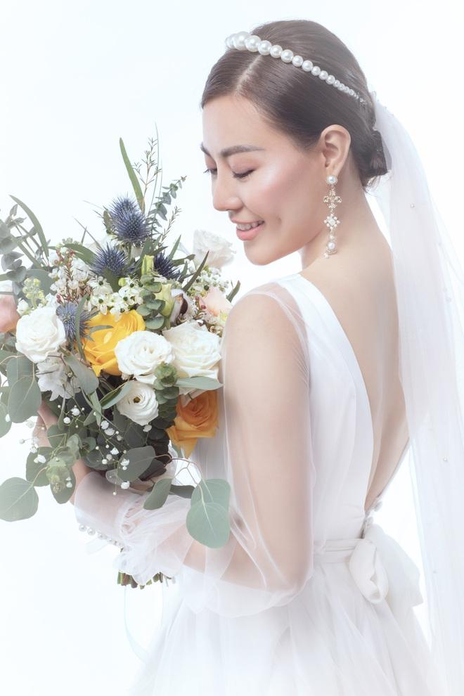 Diễn viên Thanh Hương xinh đẹp lộng lẫy trong lần thứ 2 mặc váy cưới - Ảnh 10.