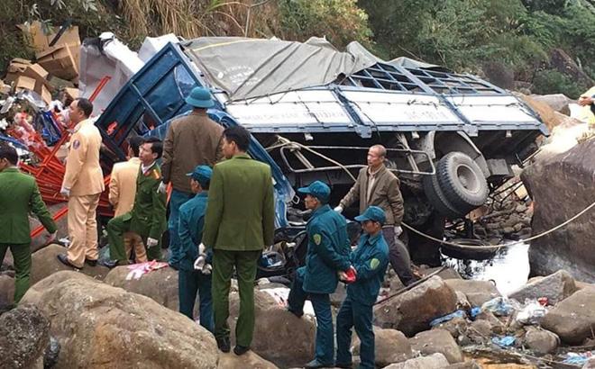 3 người chết thương tâm khi xe tải rơi xuống cầu Chu Va