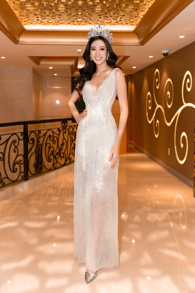 Hoa hậu Khánh Vân khoe vóc dáng gợi cảm khi diện đầm của NTK Lâm Lâm - Ảnh 4.