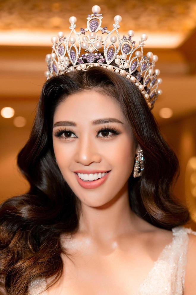 Hoa hậu Khánh Vân khoe vóc dáng gợi cảm khi diện đầm của NTK Lâm Lâm - Ảnh 8.