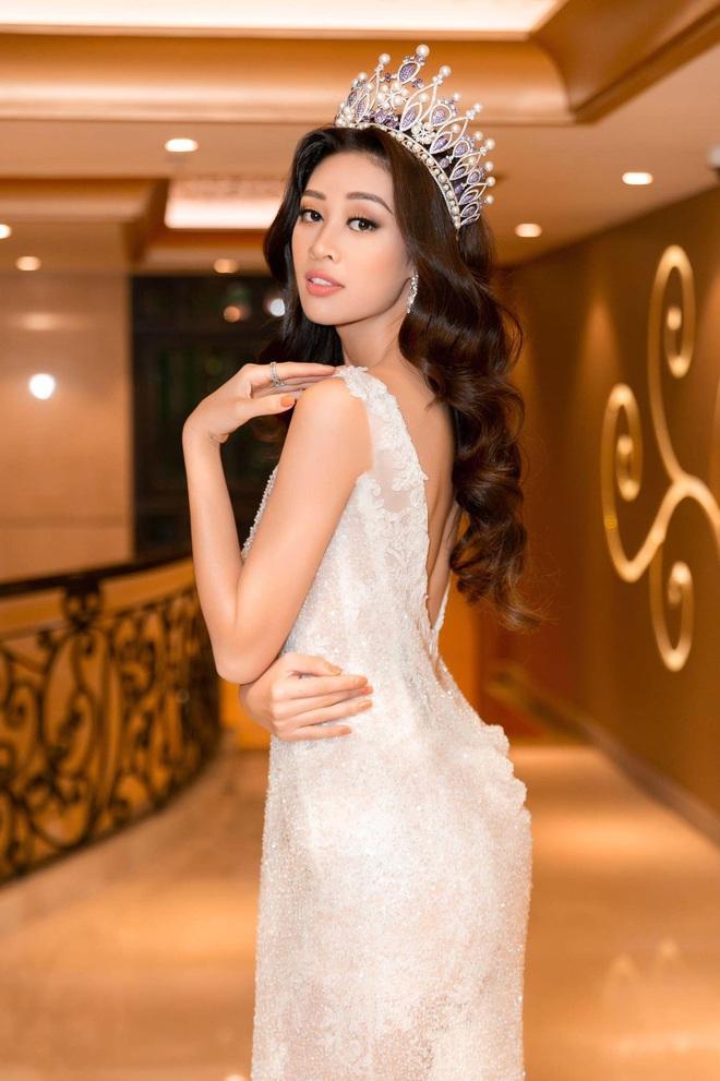 Hoa hậu Khánh Vân khoe vóc dáng gợi cảm khi diện đầm của NTK Lâm Lâm - Ảnh 5.