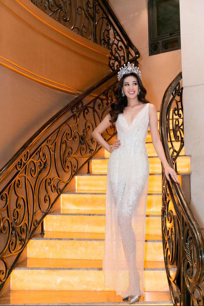 Hoa hậu Khánh Vân khoe vóc dáng gợi cảm khi diện đầm của NTK Lâm Lâm - Ảnh 7.