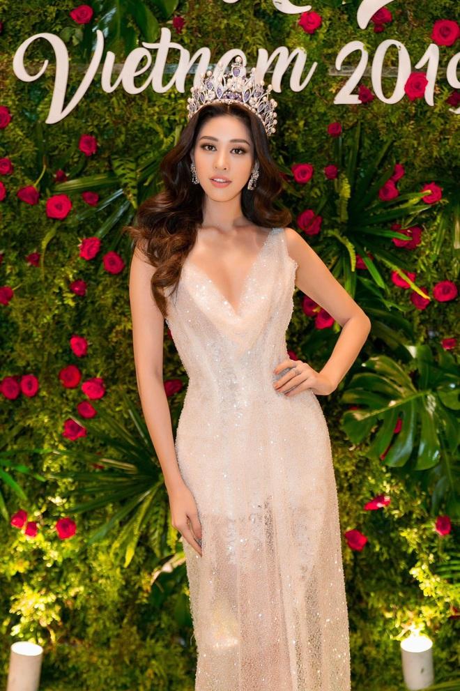 Hoa hậu Khánh Vân khoe vóc dáng gợi cảm khi diện đầm của NTK Lâm Lâm - Ảnh 1.