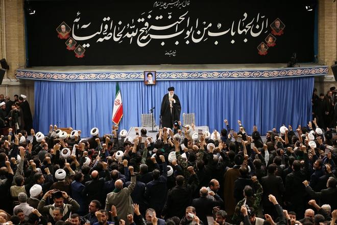 Dân Iran ăn mừng vì không bị Mỹ trả thù - Ảnh 1.