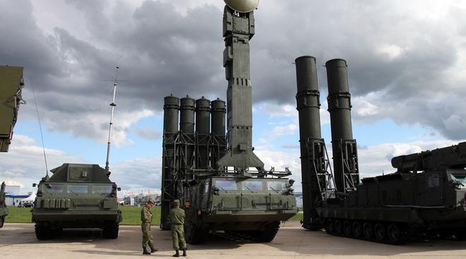 Hé lộ quốc gia vội vã quyết định mua S-300 của Nga sau đòn tấn công tên lửa Mỹ-Iran - Ảnh 2.