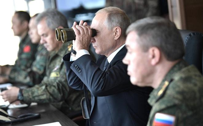 """Mỹ vừa khoe tên lửa """"nhanh, nguy hiểm"""", Nga lập tức bắn tên lửa siêu vượt âm Kinzhal - TT Putin đích thân thị sát"""