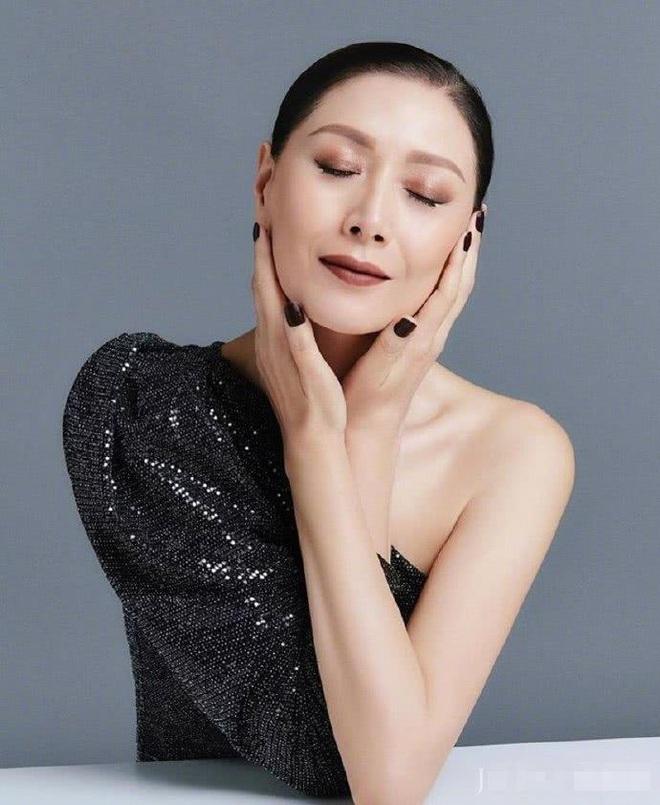 Nhan sắc vợ siêu mẫu nổi tiếng, cao 1m80 được trùm phim xã hội đen yêu chiều, kính nể - Ảnh 11.