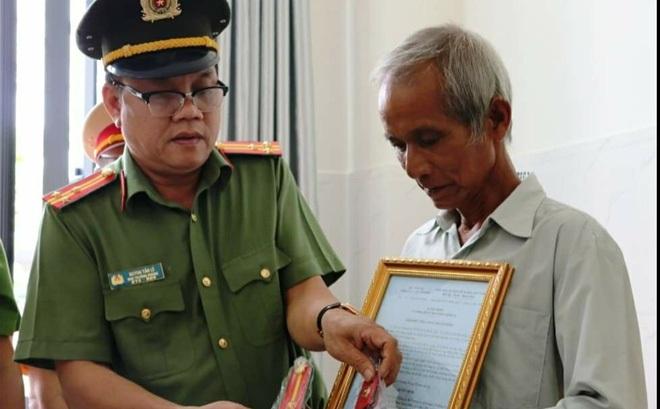 """Thăng cấp bậc hàm cho Trung uý CSGT-TT bị """"quái xế"""" tông tử vong ở Sài Gòn"""