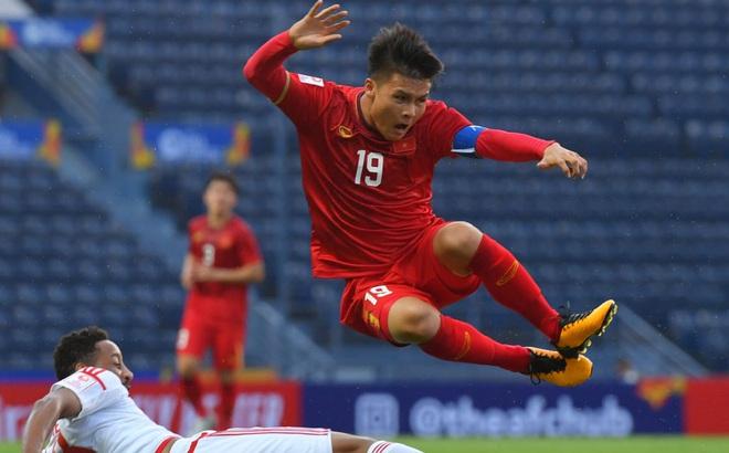"""Quang Hải quyết thắng, chân sút Jordan cũng """"dọa"""" sút tung lưới Việt Nam"""