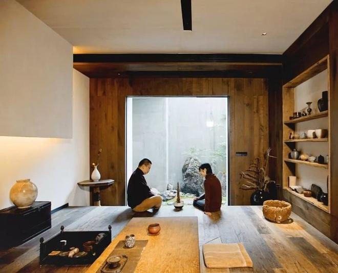 Cặp vợ chồng trẻ cải tạo căn nhà ngoại ô rộng 150m² đã xây cách đây 20 năm thành không gian góc nào cũng đẹp đến cực độ - Ảnh 1.