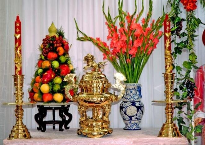 Những loại hoa nên chưng trên bàn thờ dịp Tết cho năm mới thịnh vượng, an khang - Ảnh 3.