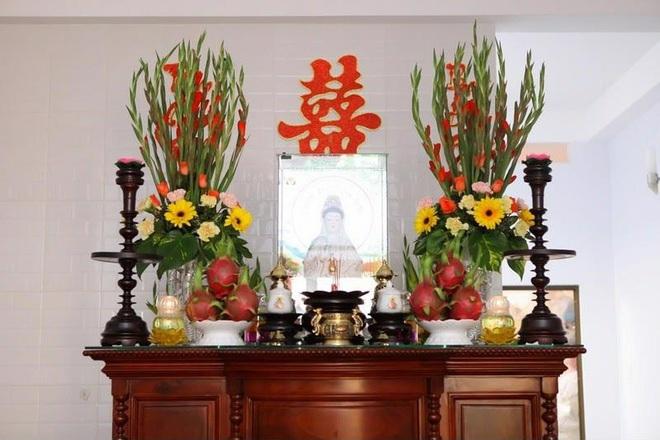 Những loại hoa nên chưng trên bàn thờ dịp Tết cho năm mới thịnh vượng, an khang - Ảnh 8.