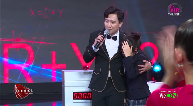 Siêu trí tuệ: Đấu với cậu bé 12 tuổi Việt Nam, thần đồng tính nhanh Nhật Bản bật khóc, tạm dừng chương trình ít phút - Ảnh 4.