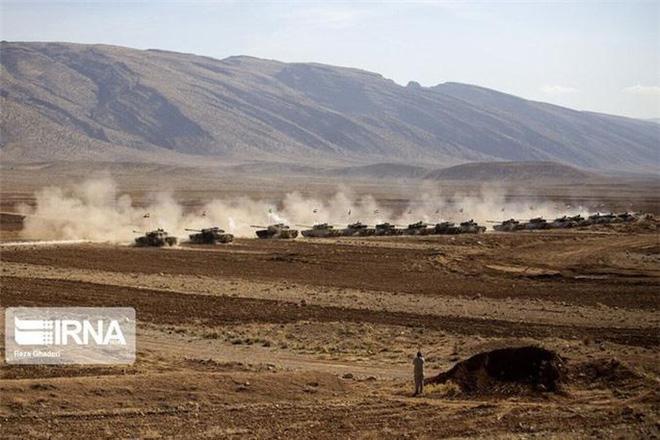 Báo Nga: Iran tập trận bằng xe tăng vỏ Anh, ruột Nga có sức mạnh tương đương T-90A? - Ảnh 6.